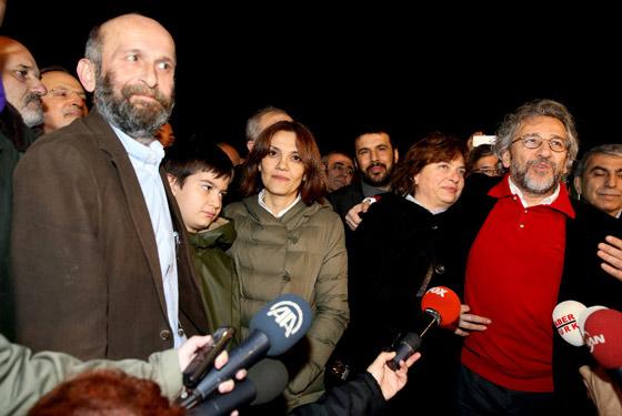 'Can Dündar ve Erdem Gül her an yeniden tutuklanabilir'