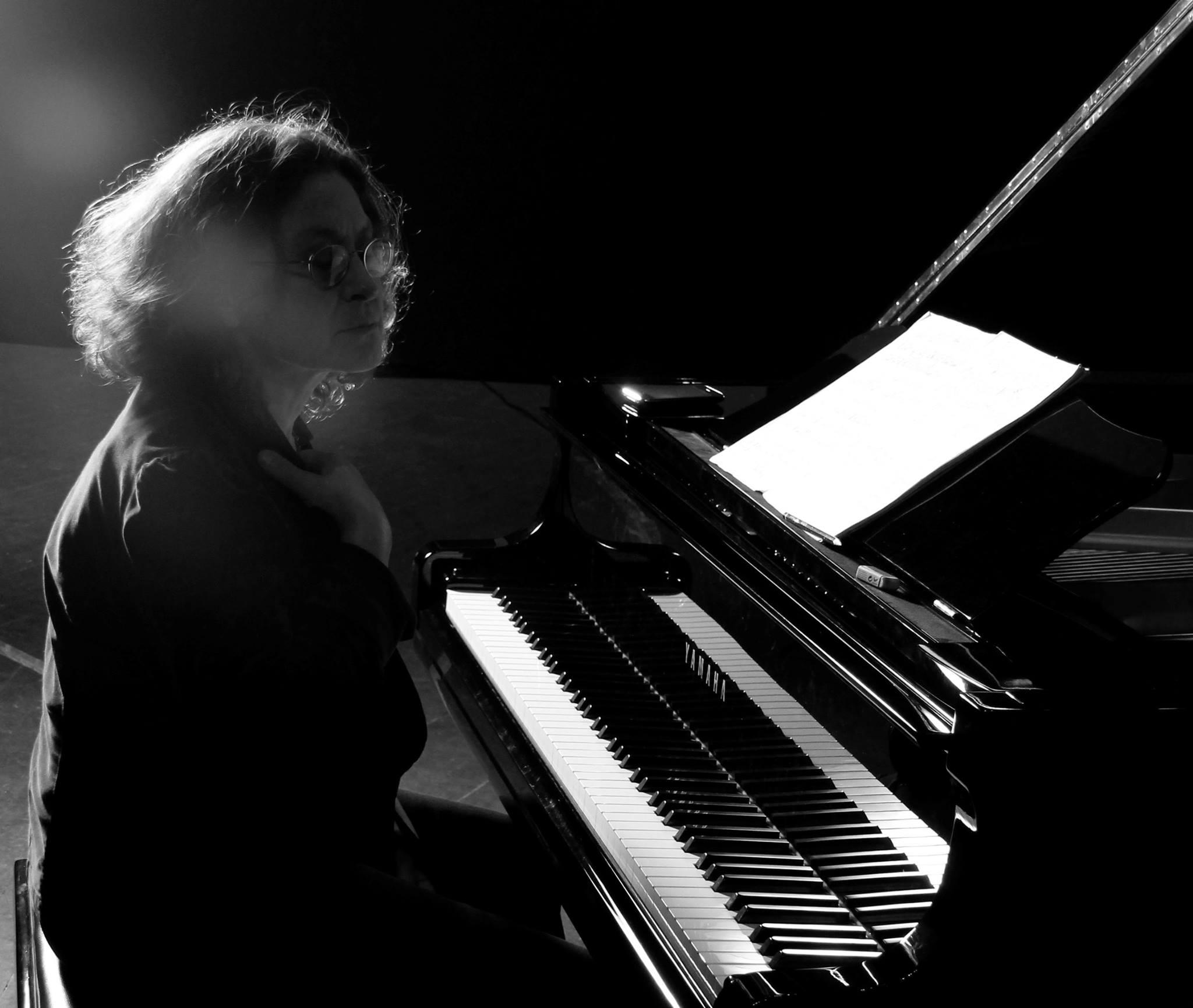 'Müzikte ticari bir beklentin olmaması, gittikçe genişleyen bir dayanışma ağı olmadıkça çözüm değil'