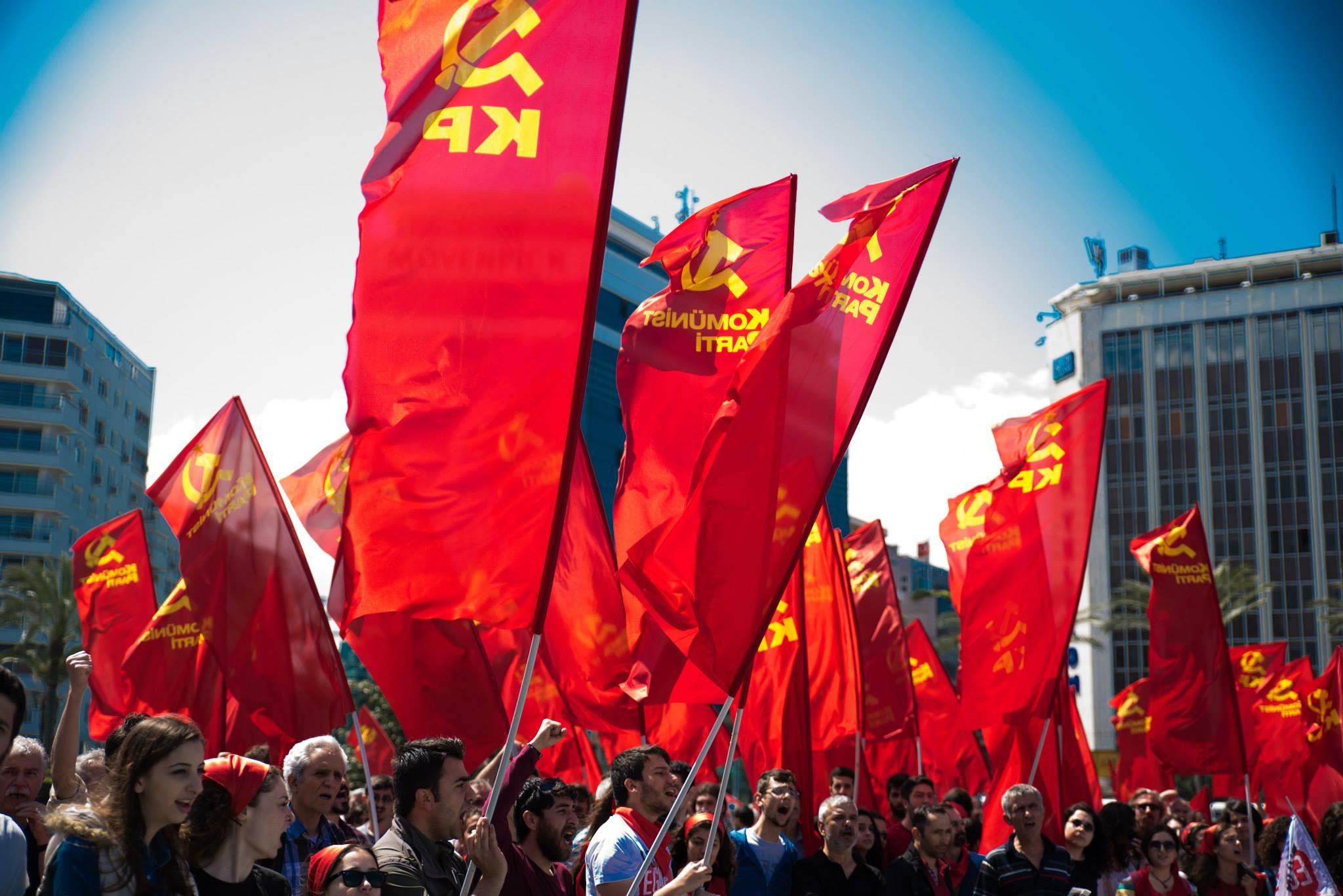 'Ülkemiz seçime bir deli ile giriyor' diyen Komünist Partililere 'Cumhurbaşkanına hakaret' davası