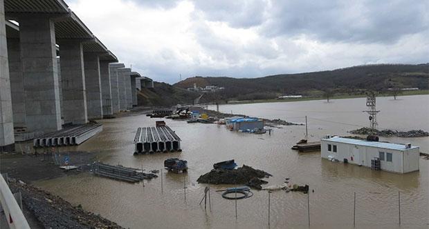 'Yavuz Sultan Selim Köprüsü' şantiyesi sular altında kaldı