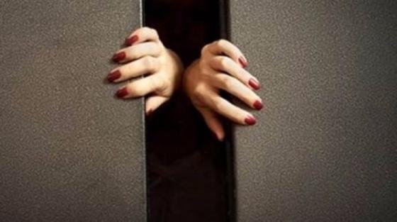 1 ay asansörde mahsur kalan kadın öldü