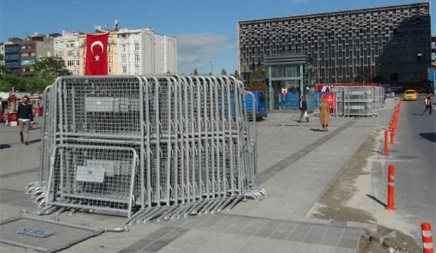 1 Mayıs öncesi Taksim'e polis bariyerleri