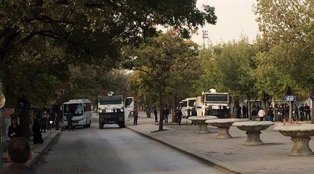 10 Ekim anmasına polis barikatı ve saldırı