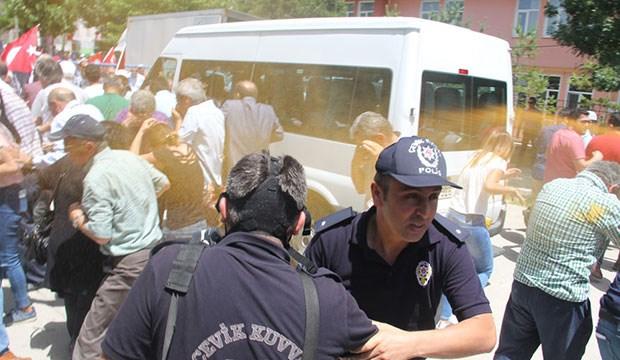 '10. Yıl Marşı yasağı' protestosuna polis saldırısı