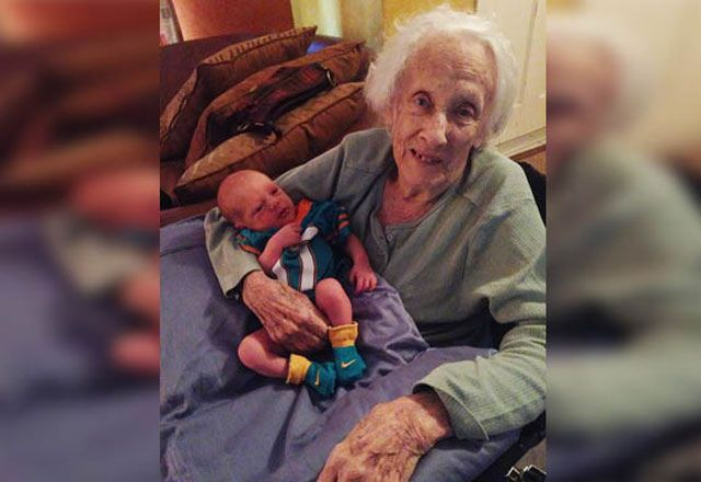 101 yaşında doğum yapmış