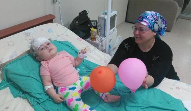 11 aylık bebek midibüs kazasından kurtuldu