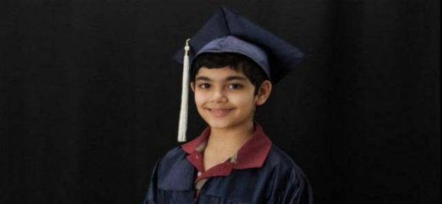 11 yaşındaki çocuk 3 diplomayla mezun oldu