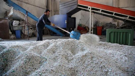 12 yıldır atık plastiği ekonomiye kazandırıyorlar