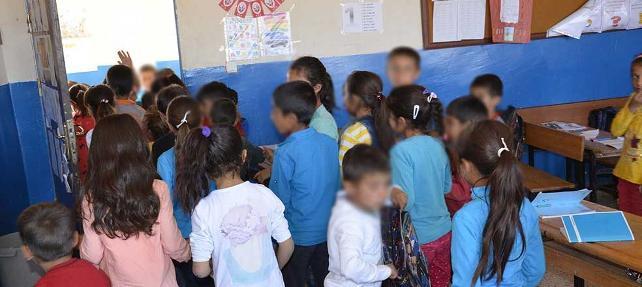140 öğrencili okulda tek öğretmen: Ne elektriği var, ne suyu