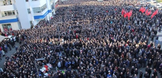 15 bin kişi şehit polisi uğurladı