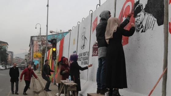 15 Temmuz izlerini güvenlik duvarlarına resmettiler