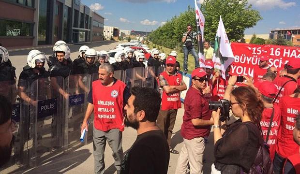 '15-16 Haziran'ın yıldönümünde işçilere polis barikatı