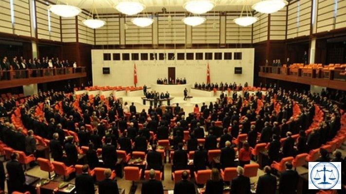 6., 7. ve 8'nci madde de Meclis'ten geçti. Partili cumhurbaşkanı
