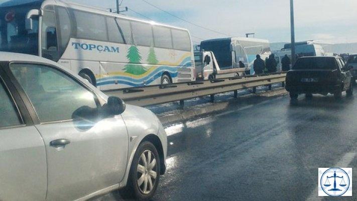 İzmir'de zincirleme trafik kazası! 20 araç birbirine girdi