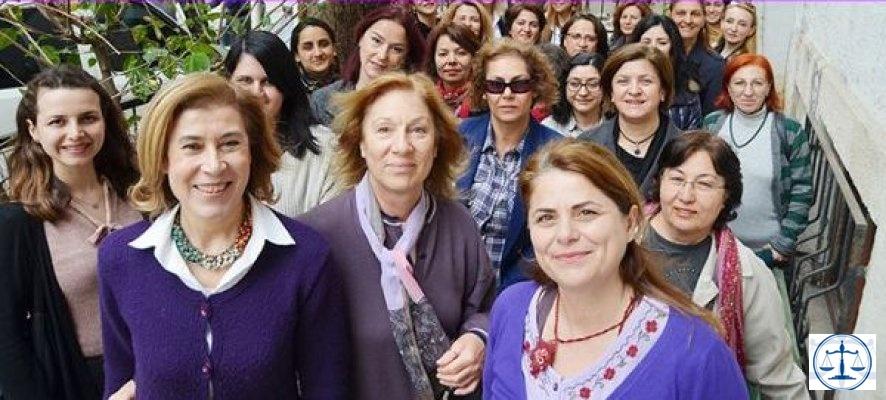 Kadın avukatı itekleyen baro başkanına öfke büyüyor