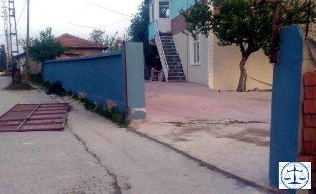 Tekirdağ'da üzerine demir kapı devrilen 3 yaşındaki Emir öldü