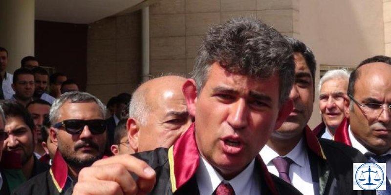 Metin Feyzioğlu ve Avukatlardan Baro Başkanı'na saldırı protestosu