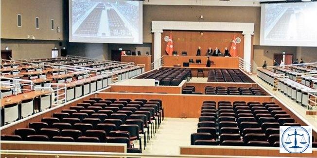 Rize'de FETÖ davasında, 3 kişi tahliye edildi, eski rektörün ev hapsi kaldırıldı