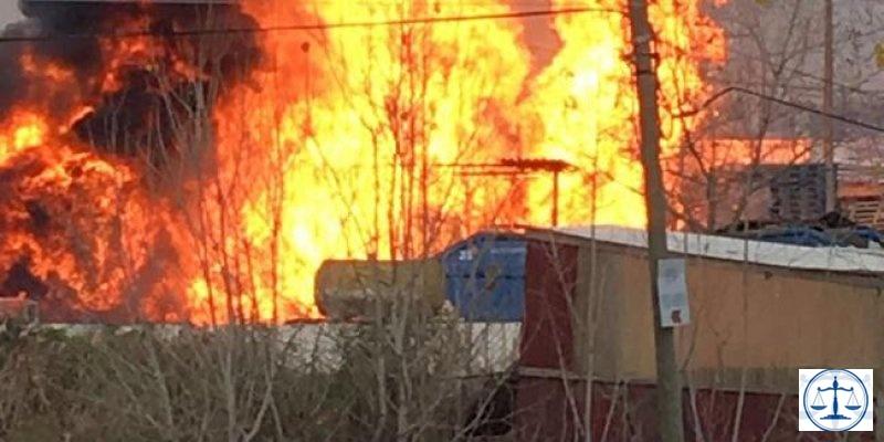 Parfüm fabrikasının deposu alev alev yandı