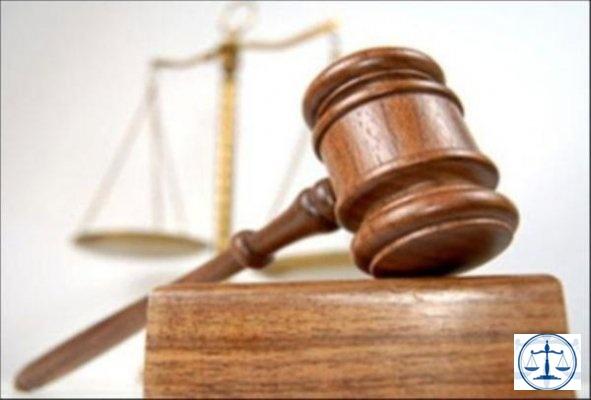 Eşiyle gördüğü hakimi bıçaklayan sanık hakkında karar verildi
