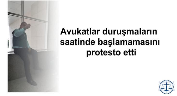 Avukatlar duruşmaların saatinde başlamamasını protesto etti