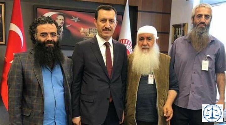 Demokrasiye inanmıyoruz ama oylarımız Erdoğan'a