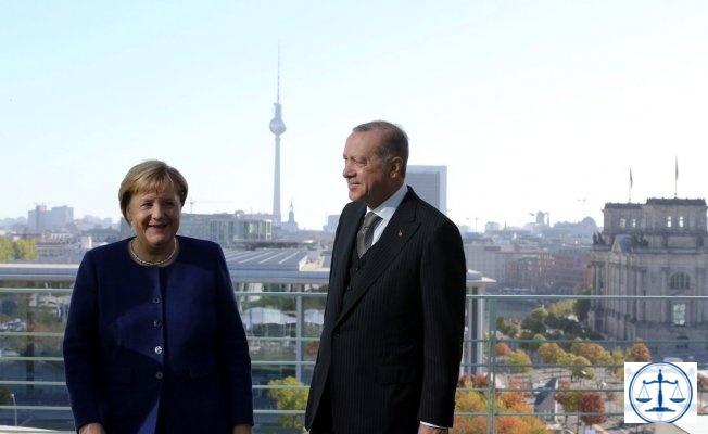 Alman hükümet kaynakları, Erdoğan'ın Berlin ziyareti sırasında iadesini talep ettiği 136 kişilik liste vermediğini söyledi.