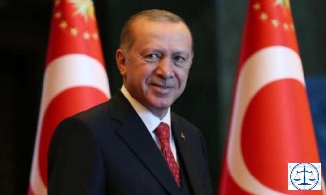 Erdoğan'ın fotoğrafının basılı olduğu gazeteyi otobüs merdivenine seren şoföre hakaret suçlaması