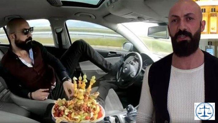 Trafikte meyve yerken ayağıyla direksiyonu kullanan sürücünün cezası belli oldu