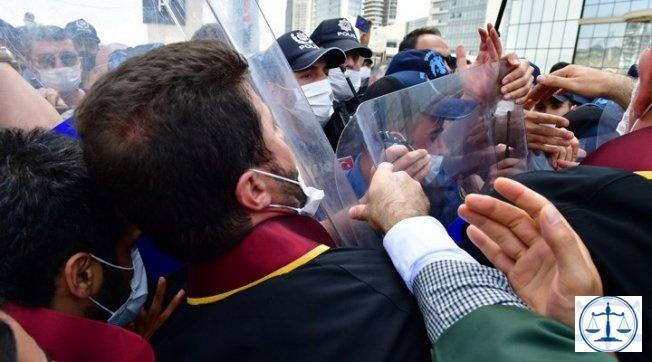 Avukatlara yönelik polis şiddetine tepki gösteren polise soruşturma açıldı