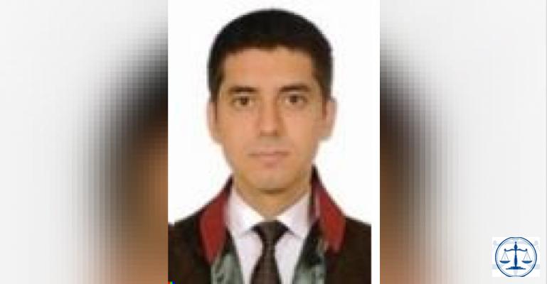 İstanbul E-5'te genç avukat bir aracın önüne atlayarak intihar etti