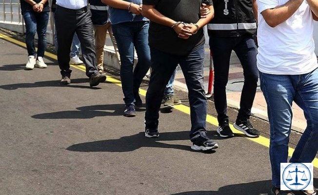 """İzmir'de """"Gaybubet evi"""" operasyonu: 17 gözaltı"""