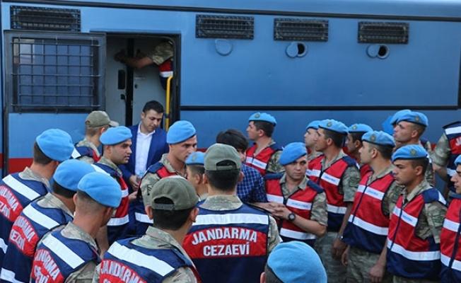 Siirt'te 320 askerin yargılandığı darbe davası gergin başladı