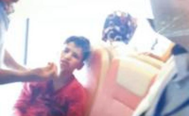 Tek 'suçu' mendil satmak... Güvenlik, bu kez 12 yaşındaki çocuğu dövdü