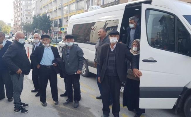 İlginç olay! Adliyeye, davacı oldukları belediyenin tahsis ettiği minibüslerle gittiler